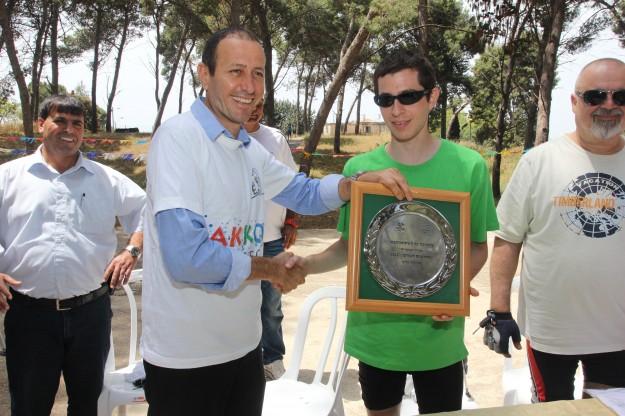 גלעד שליט וראש עיריית עכו שמעון לנקרי