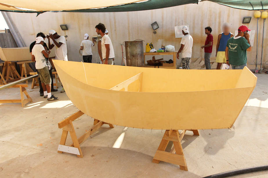 בונים סירות נגד אלימות