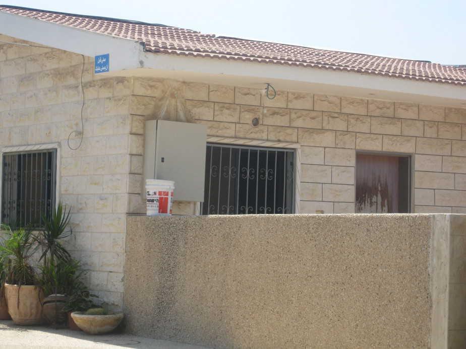 """""""הכבישים שייכים לכולם"""". הבית שבו פועל המסגד (צילום: איילת קדם )"""