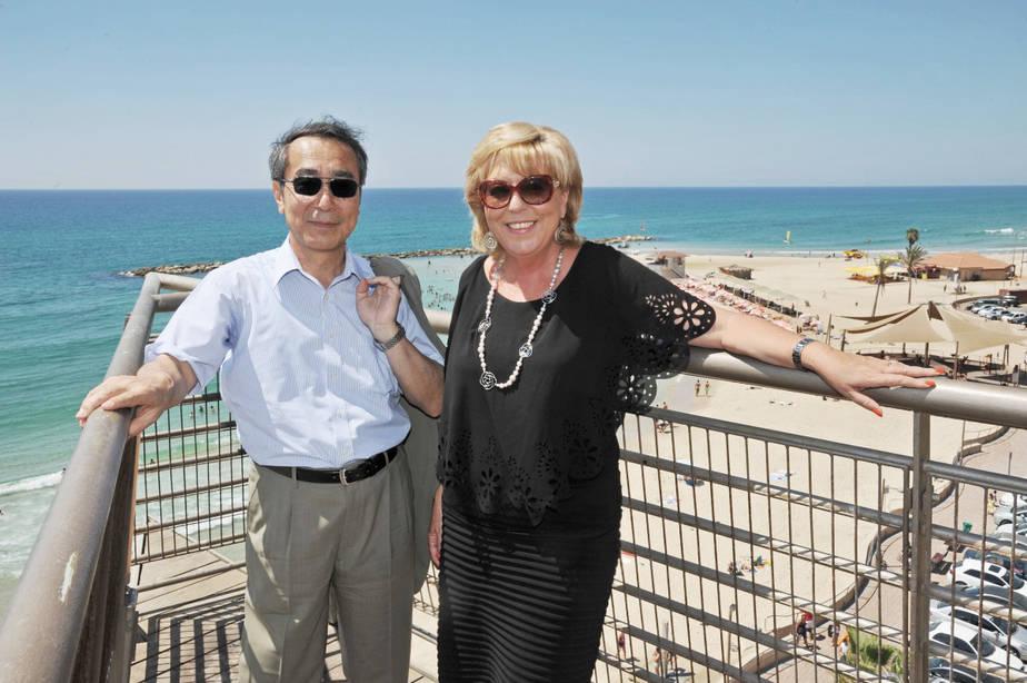 מרים פיירברג והשגריר היפני