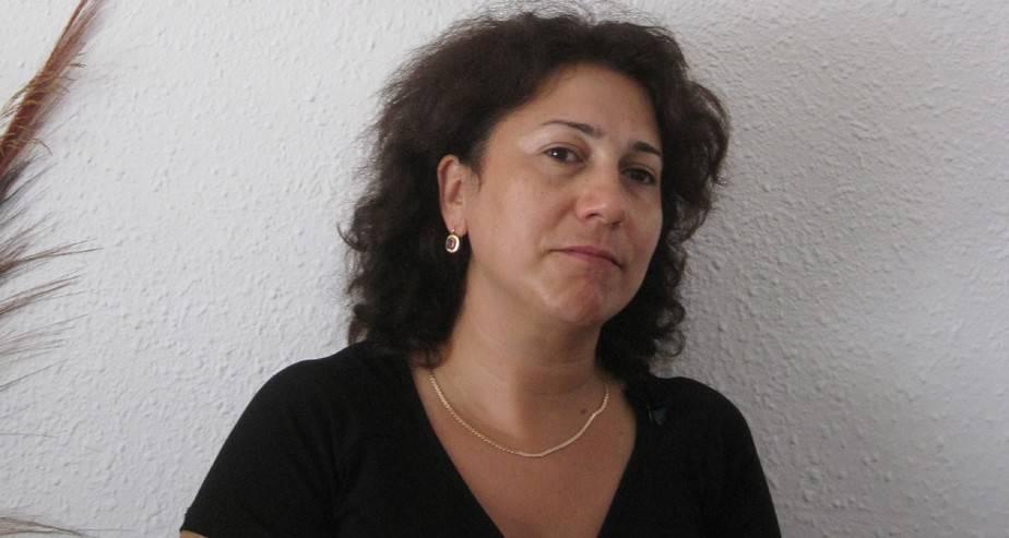 לאריסה ותמונת אמה צילום רותי ברמן