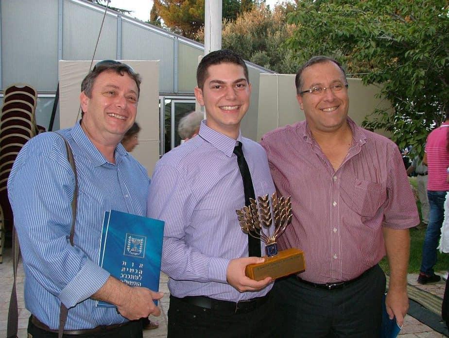 בן הורדי ואביו יחד עם ראש עיריית קרית ביאליק אלי דוקורסקי