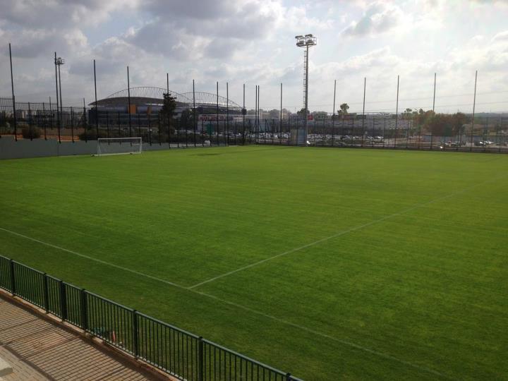 גנבו חול ממגרש הכדורגל המיועד (צילום מגרש : מכבי נתניה)