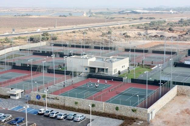 מרכז הטניס בעכו (צילום: דוברות עירית עכו)
