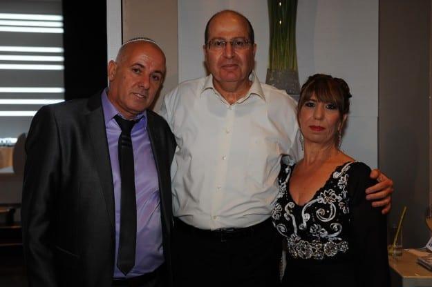 בוגי יעלון ומשפחת אוחנה