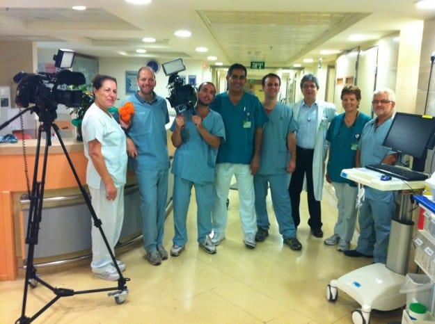 בצילום – צוות ערוץ 2 בצילומים במחלקה הקרדיולוגית בכרמל