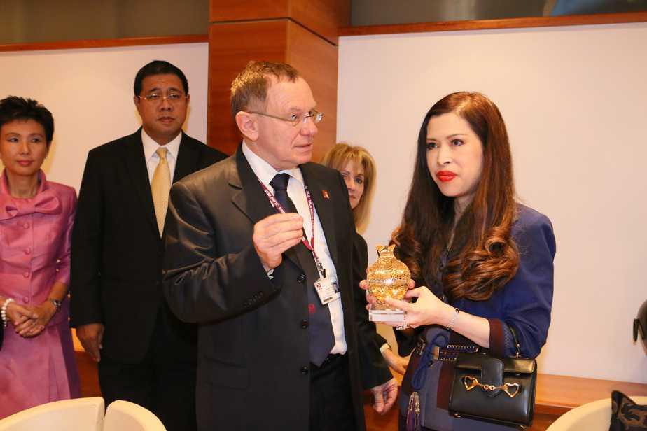 """נסיכת תאילנד ומנהל בית חולים רמב""""ם"""