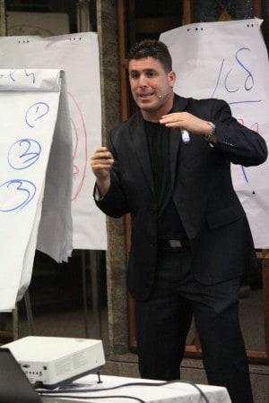 ניר דובדבני בהרצאה