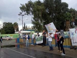 """הפגנה מחוץ לבז""""ן"""