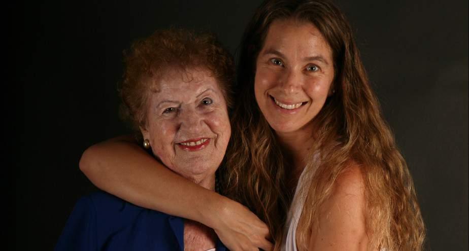 נעמה וסבתא תיעוד מהספרים