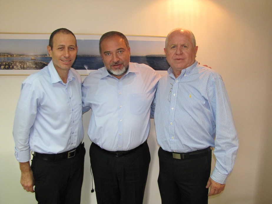 זאב נוימן, אביגדור ליברמן ושמעון לנקרי