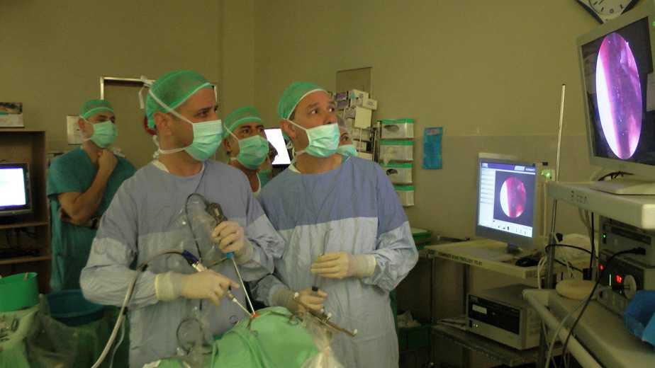"""רופאי רמב""""ם בניתוח הראשון מסוגו בארץ"""
