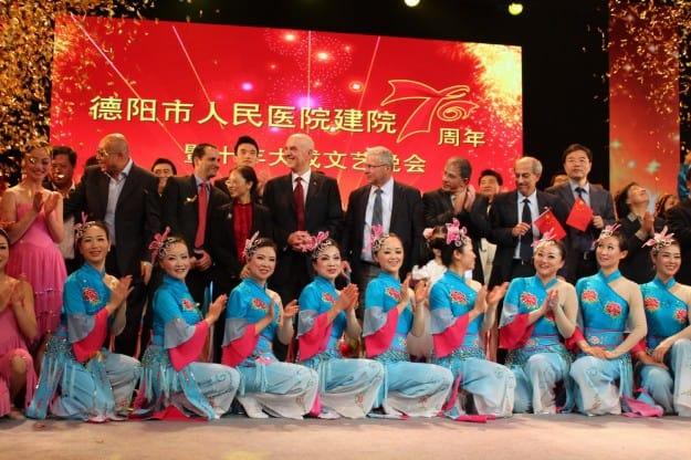 מתן וילנאי וראשי המשלחת מהלל יפה בסין