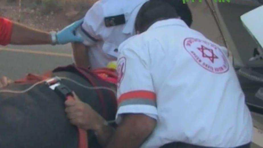 """טיפול מד""""א בתאונות דרכים  (צילום: רועי פלצמן)"""