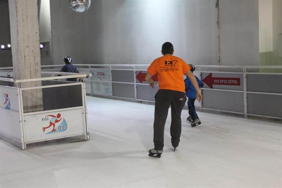 מחליקים על הקרח. צילום - אגמדיה (Large)