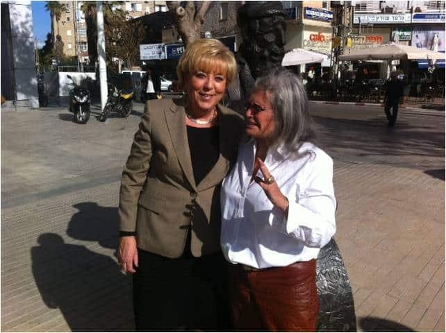 אילנה גור ומרים פיירברג  (צילום: דוברות עיריית נתניה)