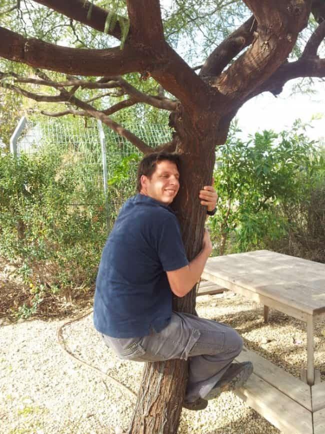 """תחרות מחבקי עצים  (צילום: יח""""צ)"""
