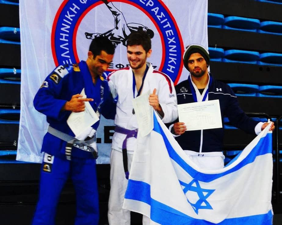 גאווה ישראלית. אביתר פפרני (במרכז) על הפודיום (צילום: עצמי)