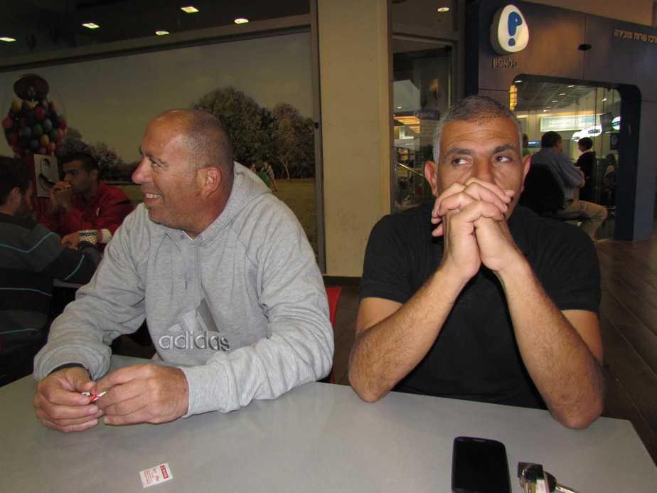 מימין: דני גולן ומאמן הכושר משה שרעבי (צילום: חג'ג רחאל)