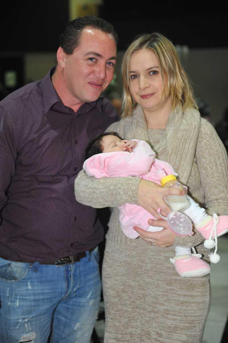 יורשת העצר. ירון ולנה אלוש עם התינוקת ליאן   (צילום: ציון בראון)
