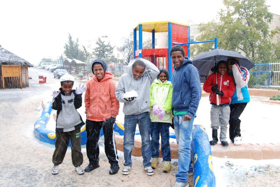 שלג ראשון לאתיופים ( צילום: רפי טרבלסי, הסוכנות היהודית)