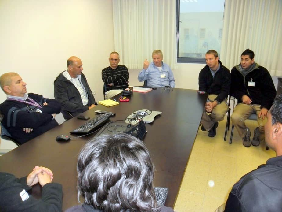 ישיבת החירום של הרופאים בפוריה  (צילום: מיה צבן)