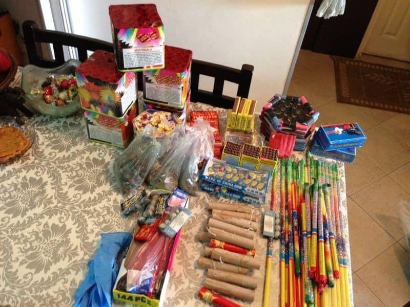 הנפצים שנמצאו בדירה  (צילום: תחנת  משטרת נתניה)