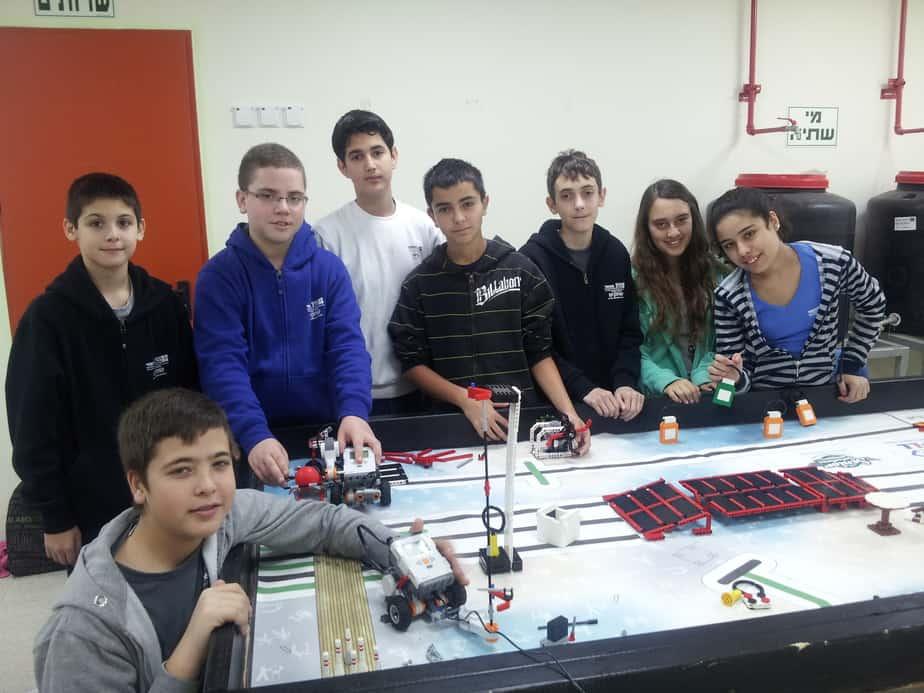 קבוצת הרובוטיקה בשחקים   (צילום: בית ספר שחקים)