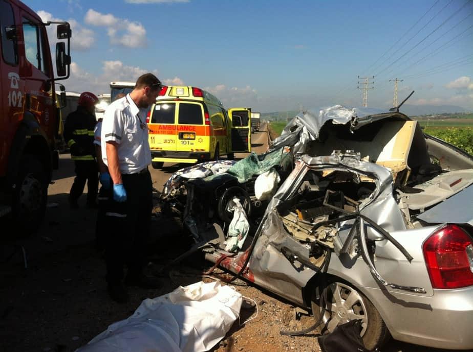 """תאונת דרכים קטלנית בכביש עפולה בית שאן   (צילום: גואן נאמן- דוברות מד""""א)"""