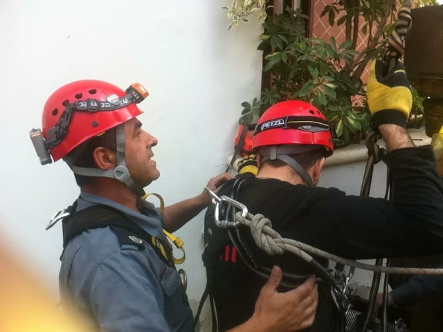 פעולות החילוץ   (צילום: דוברות מחוז חוף -כיבוי אש)