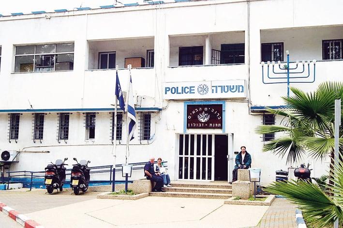 התאבדות בתחנת המשטרה (צילום: גוסטבו הוכמן)