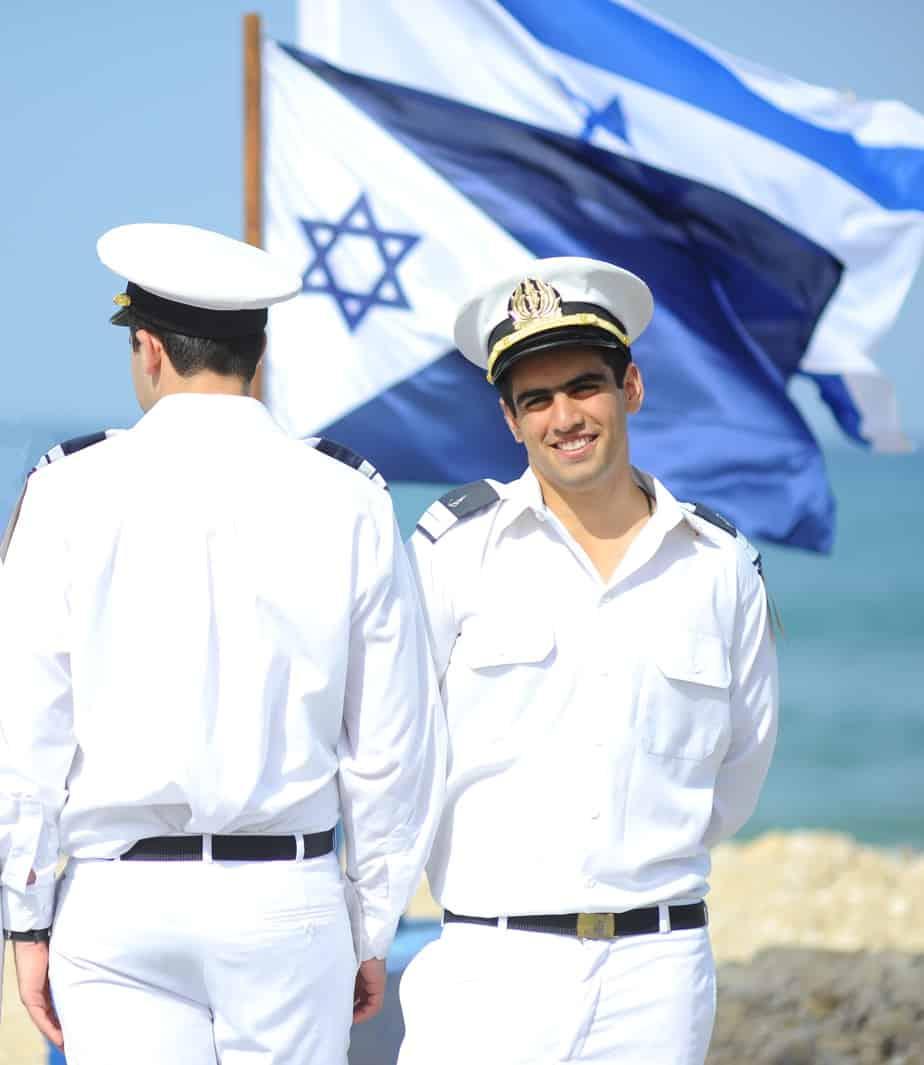 """סגן אלעד בן חורין וסגן ב'  (צילום: דובר צה""""ל)"""