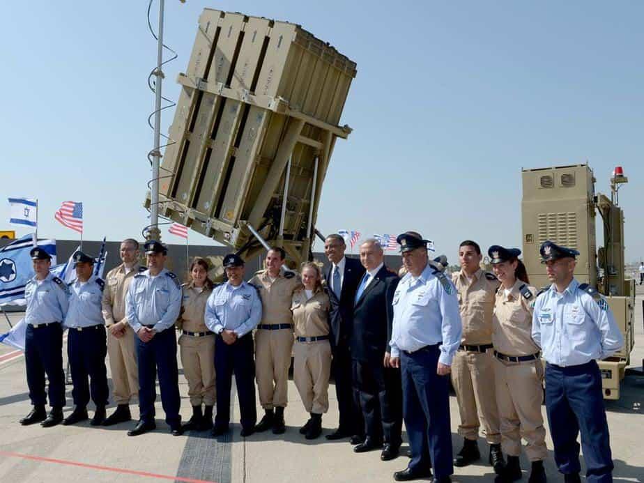 צילום למזכרת. סגן מור עם ברק אובמה   ( צילום: לשכת העיתונות הממשלתית)