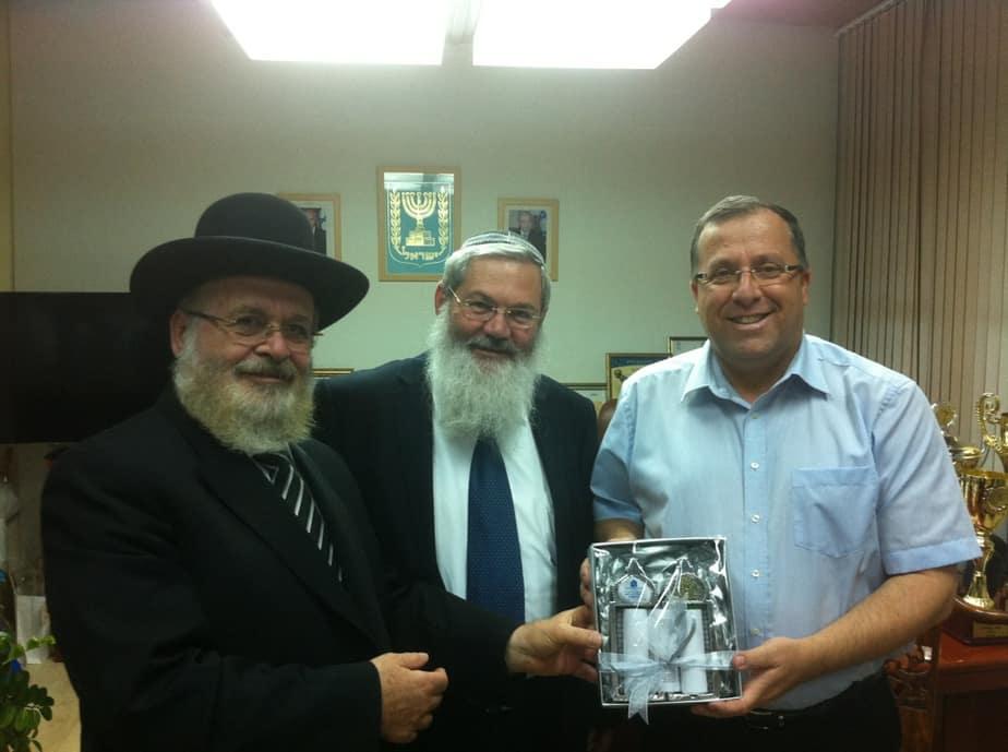אלי דוקורסקי עם סגן השר לשירותי הדת הרב אליהו בן דהן