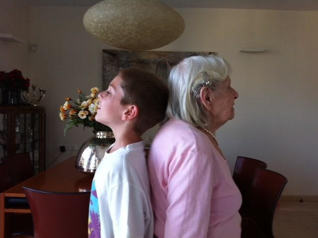 הדור הראשון והדור השלישי. סבתא מור והנכד   (צילום: פרטי)