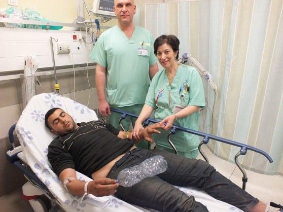 חאלד להוואני והצוות הרפואי בבית חולים פוריה