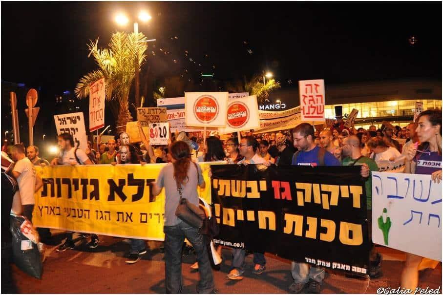 הפגנה מול ביתו של יצחק תשובה