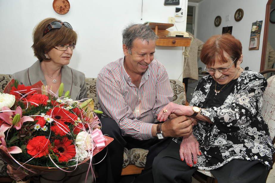 יונס, גבסו ולורי