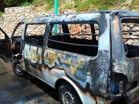 רכבו השרוף של בבר