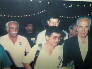שמעון פרס ואבנר פרחי בשנת 1988