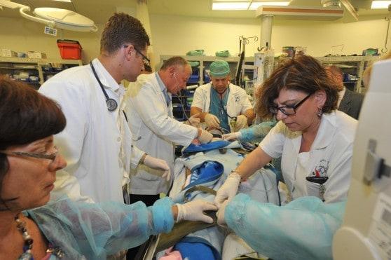 טיפול בפצוע סורי בבית החולים נהריה. צילום ארכיון: רוני אלברט, צילום רפואי