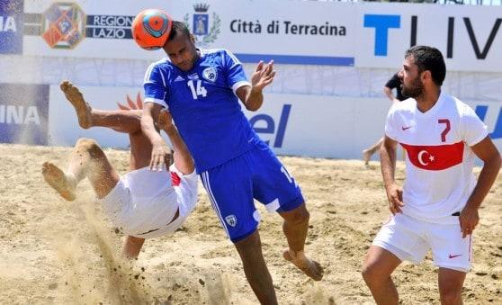 יהיה משחק קשה. כדורגל חופים (צילום: BSWW)
