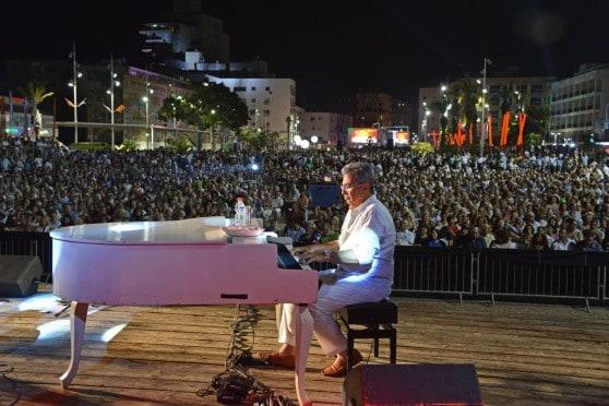 ננסי ברנדס בהופעה בכיכר העצמאות בנתניה  (צילום רן אליהו)