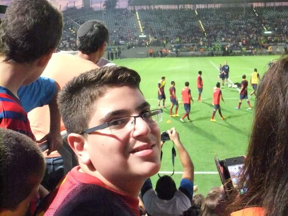 שי במשחק הכדורגל של ברצלונה בארץ