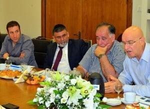ועדת הכלכלה בביקור בעיריית חיפה