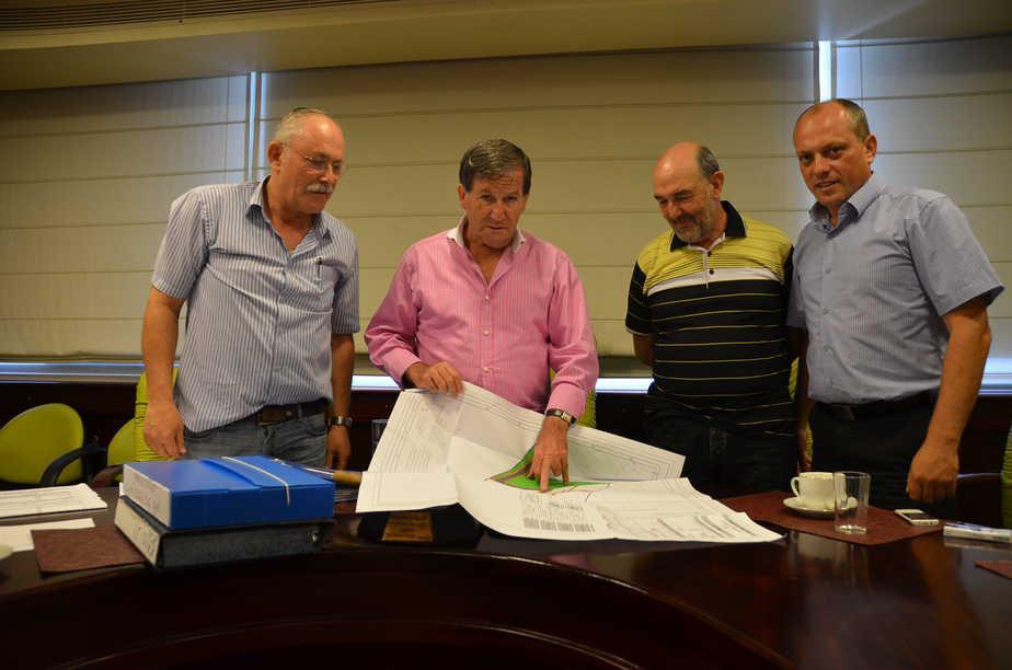 ז'קי סבג, דימה אפשטיין וצוות התכנון להקמת בית עלמין אזרחי בנהריה