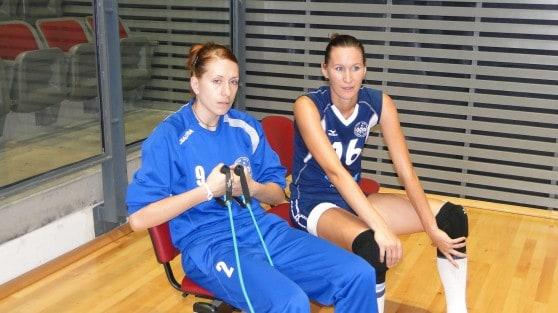 נטשה קרוק ואנה יביסקובה (צילום: איסר רביץ)