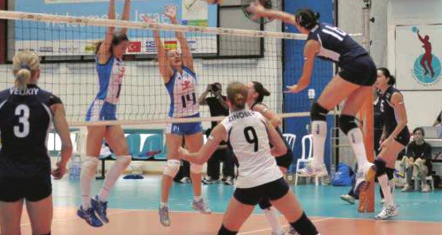 חצי נבחרת ישראל באתא. ארטמנקו (מנחיתה), זינובר (מס' 9) וויליקי (3) (צילום: דניאל קמחי)