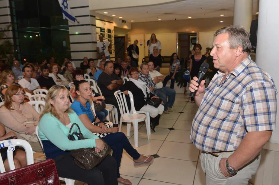 יודקביץ במפגש עם הורי התלמידים (ישראל פרץ)