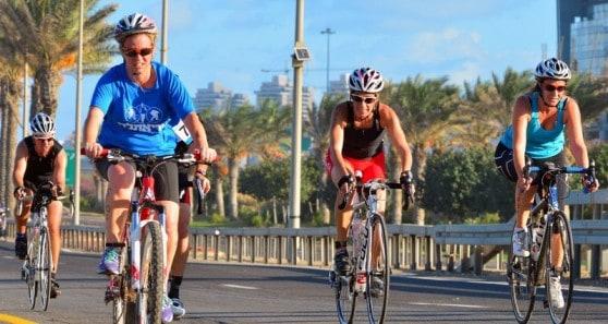 רוכבות האופניים בטריאתלון חיפה 2013 (צילום: צבי רוגר)